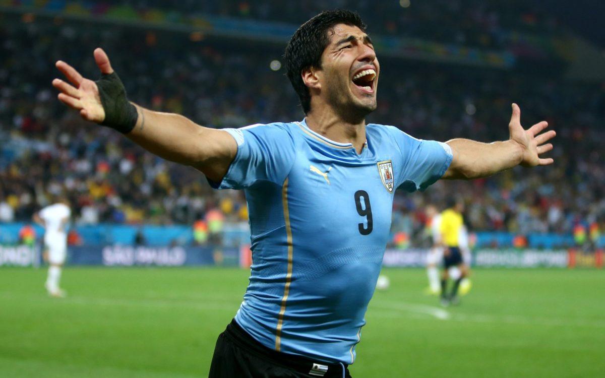 Luis Suarez näitab MM-il kantavat varustust